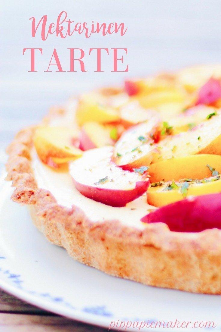 Diese Nektarinen Tarte ist so lecker! Und so wunderschön! Für mich ist sie der Favorit unter den Obstkuchen. Funktioniert auch als Pfirsich Tarte super!