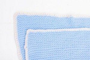 Möchtest du für dein Baby stricken, bist aber Anfänger? Eine Babydecke stricken ist super einfach! Ob man sie selbst in der Schwangerschaft strickt oder als Geschenk zur Geburt für jemanden, diese Decke ist etwas ganz Besonderes.