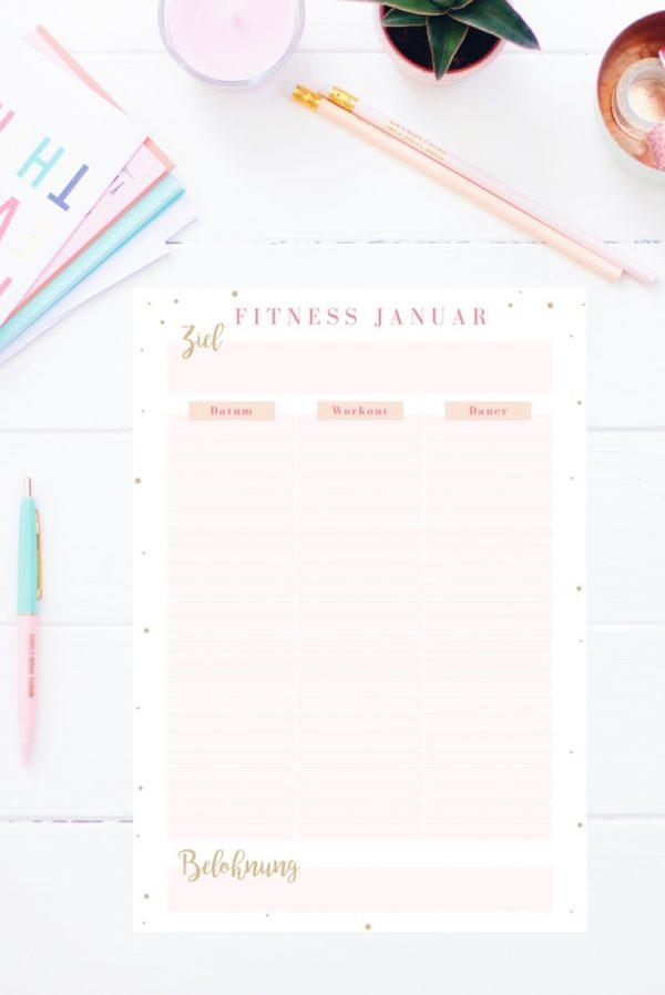 Der Fitness Tracker zum Ausdrucken hilft dir deine Workout Ziele zu stecken, zu überprüfen und zu erreichen! Es ist so motivierend zu sehen, was du schon alles geschafft hast! Den Fitness Tracker gibt es auch im Happy Organizer Paket mit über 43 Organisationsseiten für alle Bereiche deines Mami Alltags: Rezeptkarten, Tagesplaner, Packliste, Finanzplaner, Geburtstags-Checkliste, Wochenplan, Putzplan, Einkaufslisten, Speiseplan und vieles mehr!