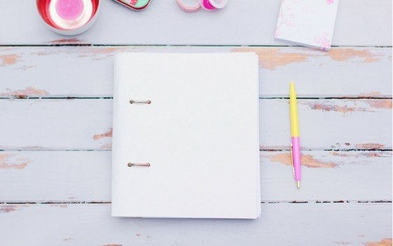Die Happy Hülle ist ein Softcover Umschlag für deinen Happy Planner, sonstigen Planer oder dein Bullet Journal. Sie ist aus SnapPap, dem veganen Leder. Du kannst sie waschen, bügeln und bemalen.