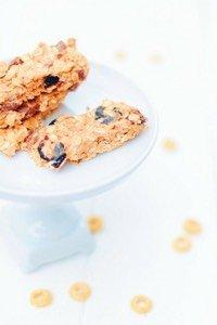 Diese no-bake Müsliriegel sind in 10 Minuten gemacht, sind super lecker und ein gesunder Snack. Perfekte kleine Zwischenmahlzeit (nicht nur) für Kinder.