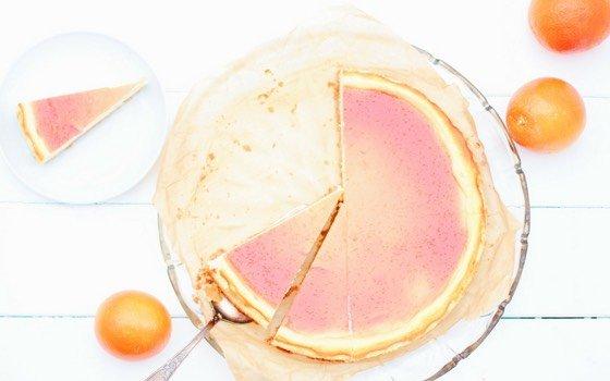 Dieser Blutorangen Käsekuchen wird alle Cheesecake Fans begeistern! Er bekommt durch die Blutorangen eine richtig erfrischende Note und sieht ganz nebenbei bezaubernd aus!