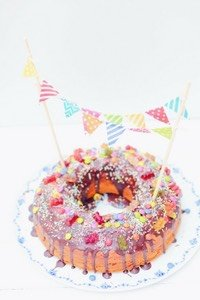 Geburtstagskuchen Fur Kinder Marmorkuchen Mit Sussigkeiten Pippa