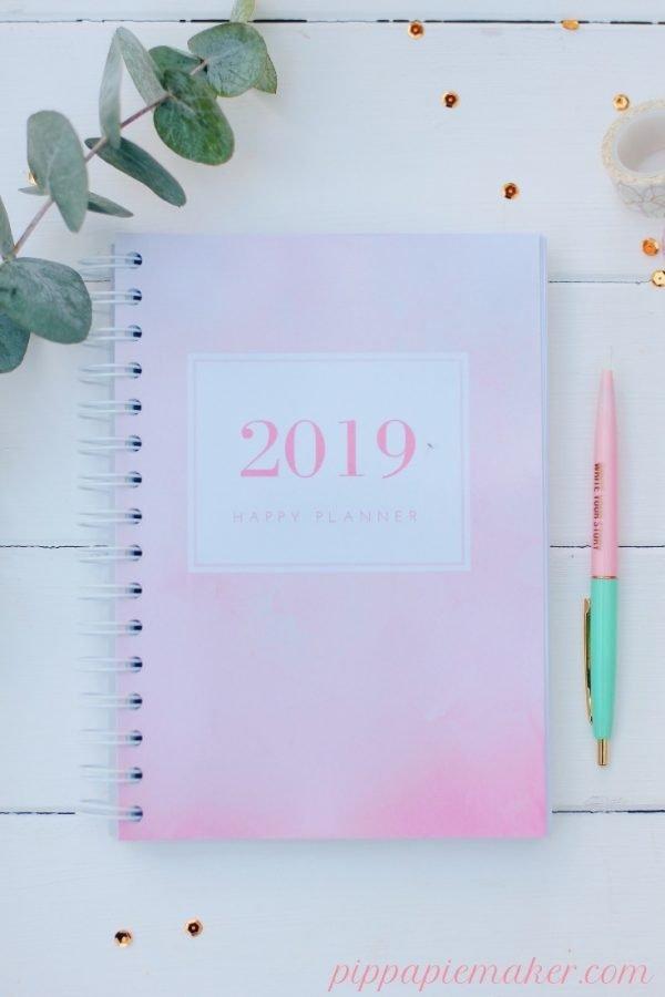Nur bis 09.12.2018 kann man den Happy Planner 2019 in einer limitierten Printversion bestellen. Sei schnell und hol dir den perfekten Mami-Planer für 2019!