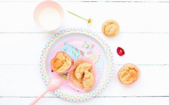 """Diese zuckerfreien Bananenmuffins sind Teil 1 meines Projekts """"Breifrei"""". Mag dein Baby auch keinen Brei? Dann probiers mit diesen Muffins, sie stecken voller gesunder Sachen und können ganz alleine gegessen werden!"""