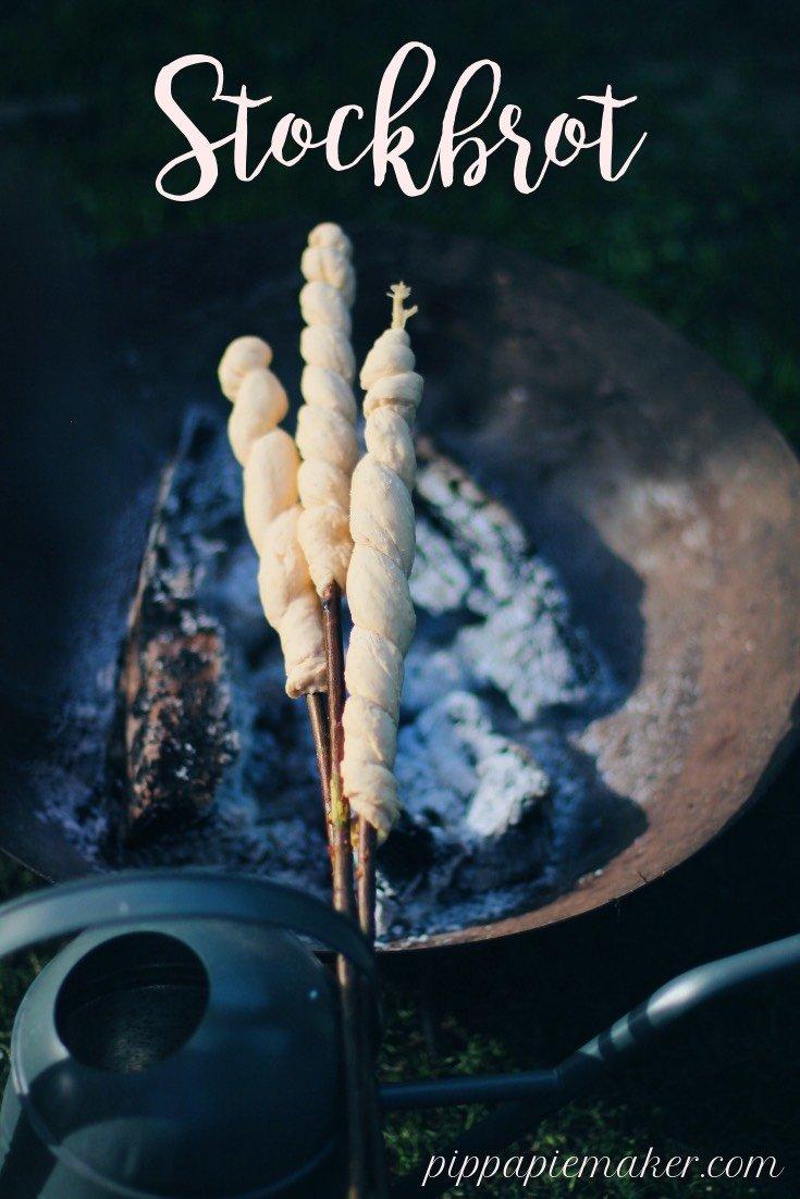 Hier findest du ein ganz einfaches Stockbrotrezept, was sicher gelingt. Großer Spaß für Sommerfeste, Lagerfeuer oder Kindergeburtstag!