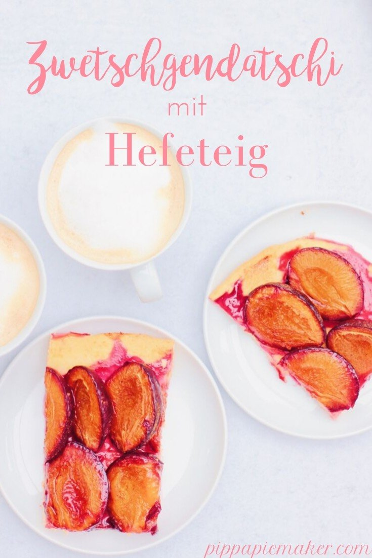 Rezept für einen ganz klassischen bayerischen Zwetschgendatschi mit Hefeteig. Ofenfrisch mit einem Klacks Sahne - ein Traum.