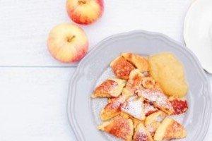 Dieses Kaiserschmarrn Rezept ist inzwischen ein Klassiker in unserer Familienküche. Es ist total einfach und perfekt fürs Kochen für Kinder. Im Herbst besonders lecker mit Zimt und Apfelmus!Dieses Kaiserschmarrn Rezept ist inzwischen ein Klassiker in unserer Familienküche. Es ist total einfach und perfekt fürs Kochen für Kinder. Im Herbst besonders lecker mit Zimt und Apfelmus!