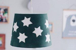 Diese Lampe fürs Kinderzimmer ist ein super easy Ikea Hack ! 10 Minuten DIY und dein Unikat Lampenschirm ist fertig!