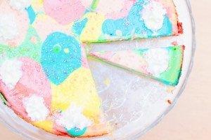 Dieser Rainbow Käsekuchen ist der Hit auf jedem Einhorn Geburtstag oder auch bei jedem anderen Kindergeburtstag!